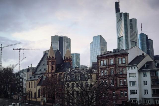 Skyline behing buildings